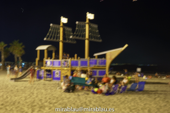 Ejemplo de Vibración e imagen borrosa. Foto nocturna playa de San Juan.