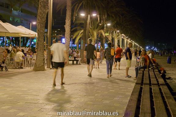 Foto nocturna sin flash. Verano Playa de San Juan.