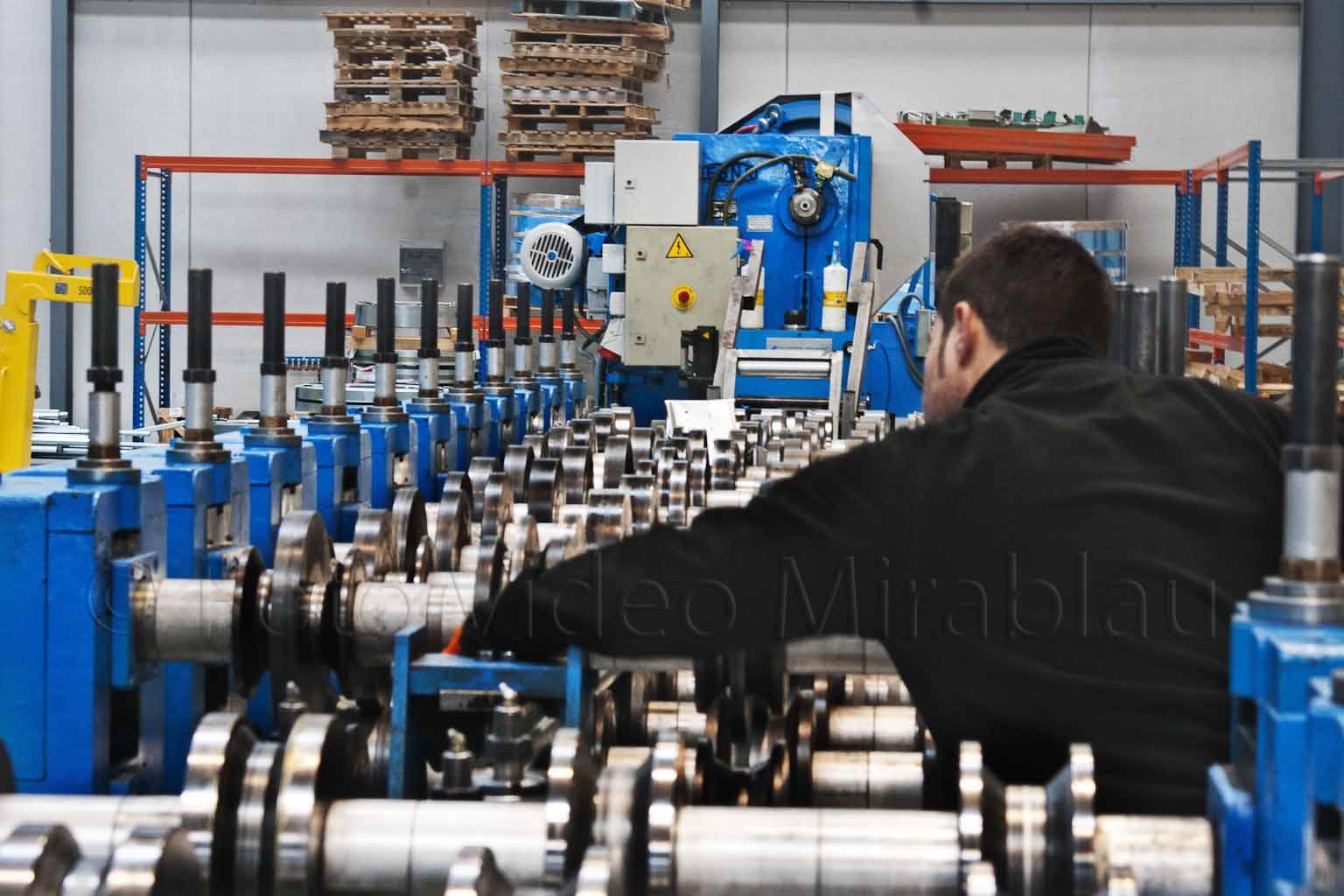 Foto maquinaria industrial. Mantenimiento maquinaria para persianas. Elda.