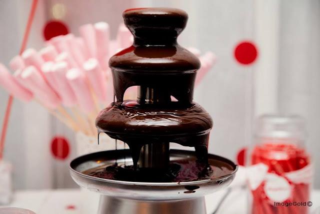 Catarata de chocolate caliente.