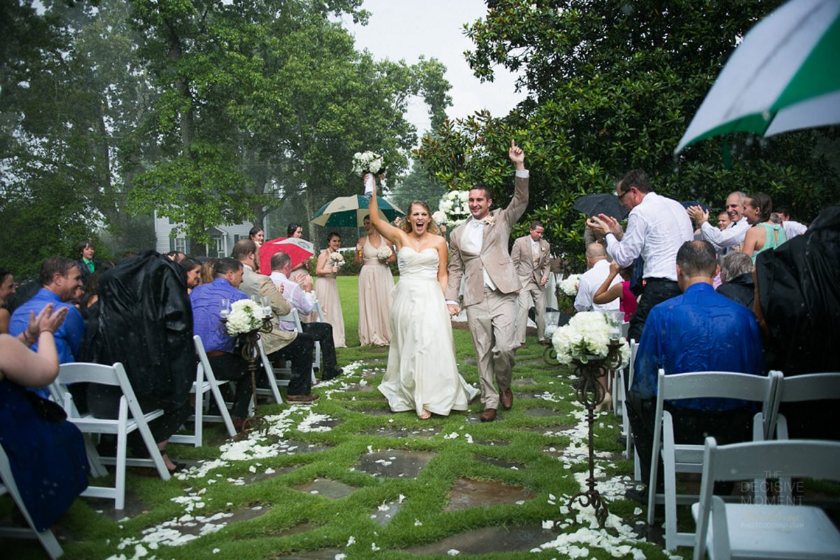Ceremonia civil en jardín-lloviendo.