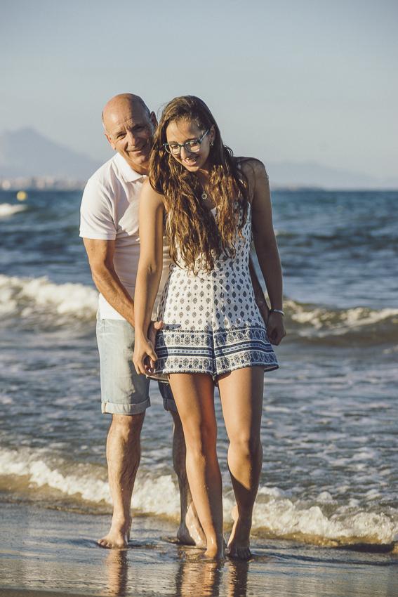 Preboda-en-la-playa-pies-en-el-agua