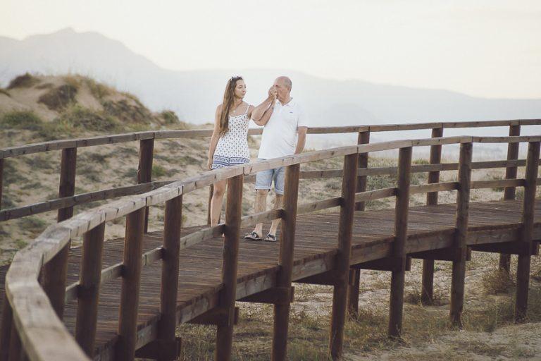 Preboda-en-la-playa-pasarela-madera-03