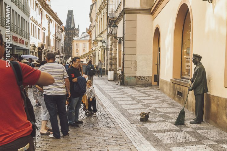 Escultura-calles_praga_01