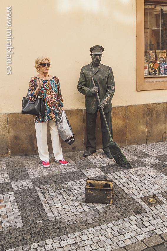 Escultura-calles_praga_02