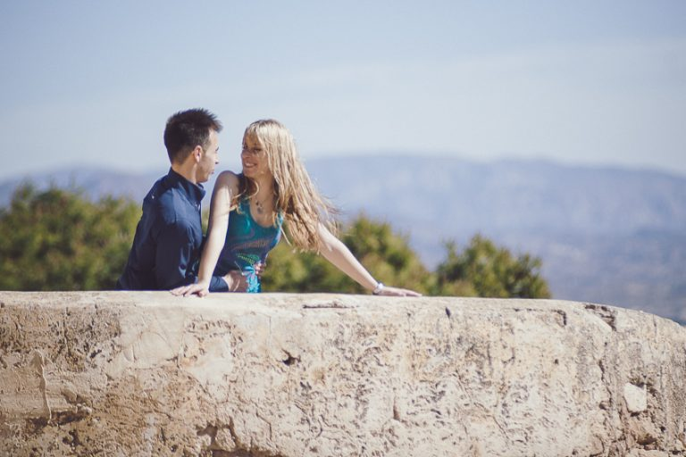 Preboda-castillo-juntos-mirando-las-vistas
