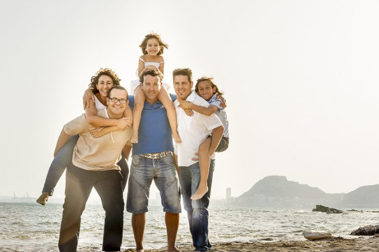grupo-familiar-en-la-playa
