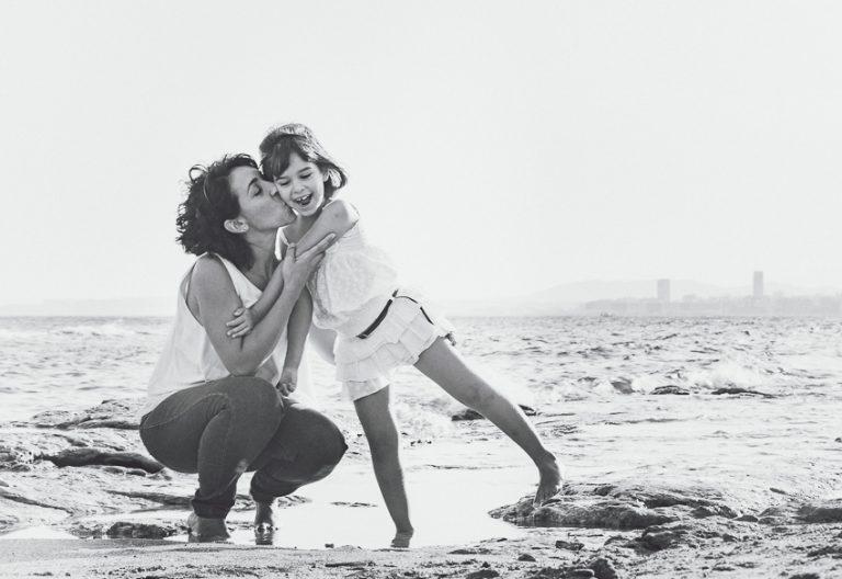 Mama-hija-blanco/negro-playa