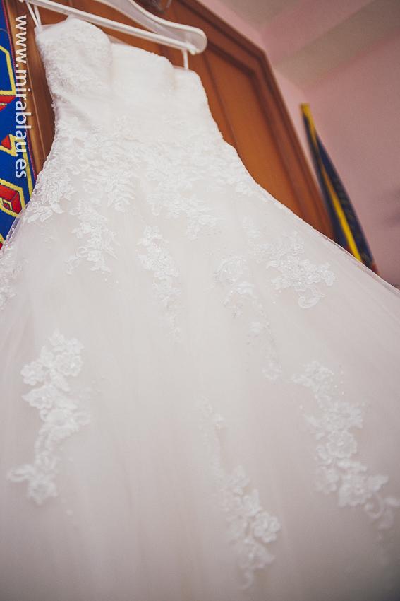 Vestido de novia colgado