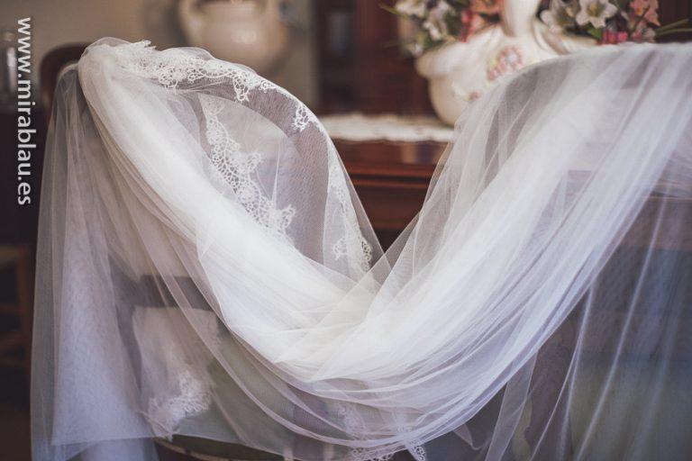Velo de novia sobre sillas
