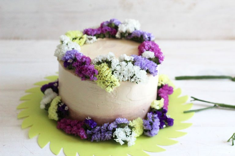 Tarta-de-boda-decorada-con-flores-primaverales