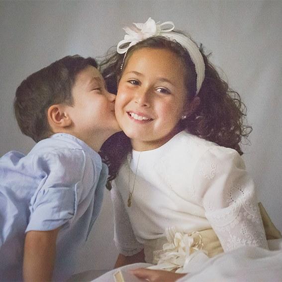 foto-primera-comunión-niña-con-hermano-dream