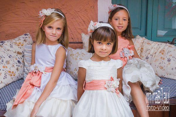 foto-primera-comunión-grupo-de-niñas-sentadas